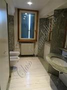 Esclusiva proprietà di 352 mq. laterale via Trento