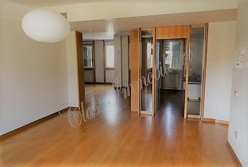 Esclusiva proprietà di 352 mq. con 2 garages laterale via Trento