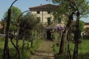 Villa d'epoca con annessi rustici e terreno zona Parco Oglio Sud